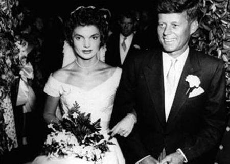John F. Kennedy: Goc nhin moi qua trien lam anh - Anh 9