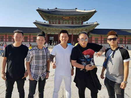 Tuan Hung be bong vo trong chuyen luu dien o Han Quoc - Anh 6