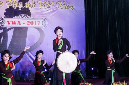 Soi dong dem chung ket tieng hat sinh vien Hoc vien Phu nu - Anh 3