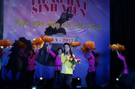 Soi dong dem chung ket tieng hat sinh vien Hoc vien Phu nu - Anh 7