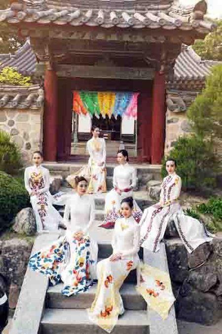 Nguoi mau Viet dien ao dai tai chua co Han Quoc - Anh 3