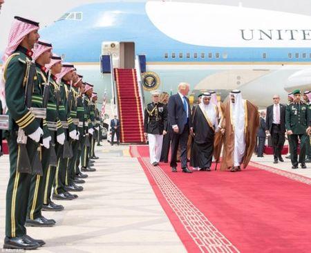 A Rap Saudi tiep don ong Trump khac han voi ong Obama - Anh 3