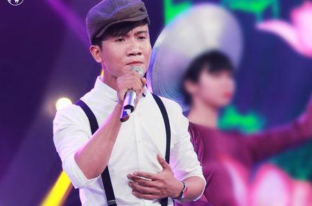 Chang trai hat 'Chiec khan gio am' phong cach dan ca Hue - Anh 1