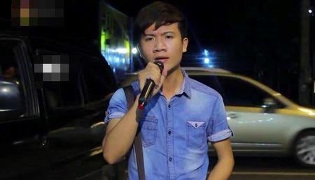 Chang trai hat 'Chiec khan gio am' phong cach dan ca Hue - Anh 2