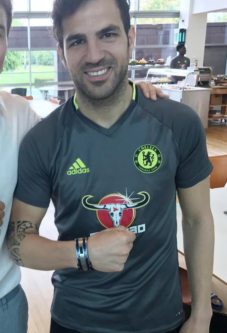 David Luiz choi troi, tang qua cuc doc cho Abramovich - Anh 5