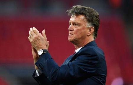 CAP NHAT tin toi 20/5: Van Gaal hien ke cho Ajax danh bai M.U. Neymar duoc khuyen nen lam tro cua Mourinho - Anh 2