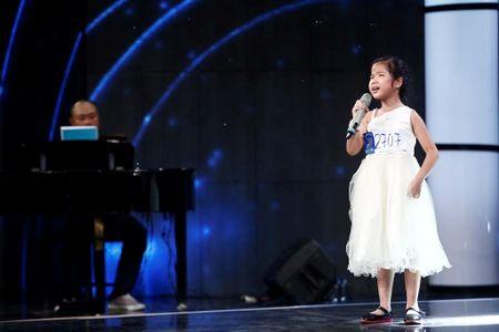 Nghen ngao co be khiem thi hat ca khuc ve me tai Vietnam Idol Kids - Anh 1