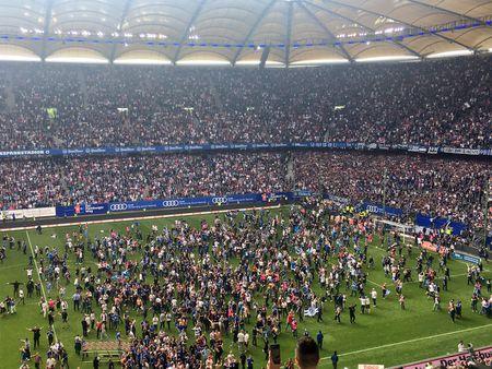 Loi nguoc dong ngoan muc, Hamburger SV la CLB hanh phuc nhat dem nay - Anh 7