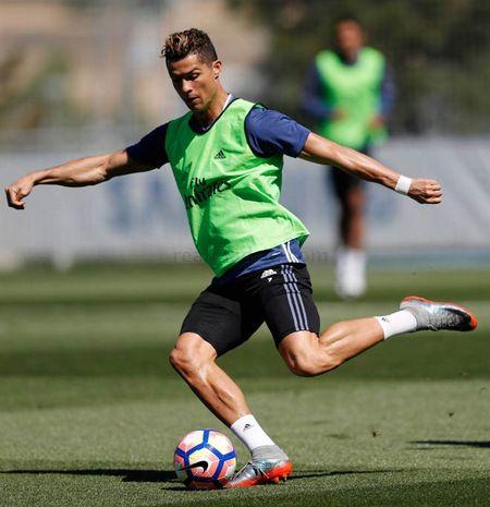 """La Liga """"ngay phan xu"""": Real vui het co, Barca u muu - Anh 5"""