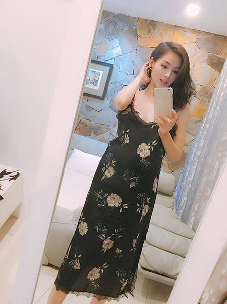 Sao Viet 2/6: Hoa Minzy muon do cu nhan 'song ao', Tam Tit bau 7 thang 'nhu khong' - Anh 1