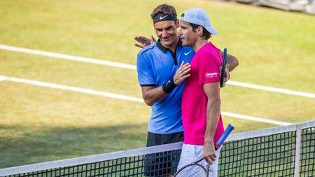 Tennis ngay 16/6: Djokovic pha le, du giai tien Wimbledon. Federer khong bat ngo khi thua trong ngay tai xuat - Anh 2