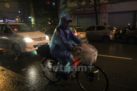 Canh bao mua dong manh tren vinh Bac Bo va vung bien phia Nam - Anh 1
