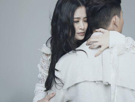 Dong Nhi lan dau cong khai om ap 'trai la' khong phai Ong Cao Thang - Anh 4