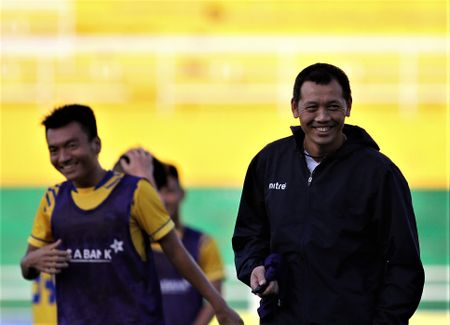 'Ronaldo' xu Nghe quyet xe luoi doi bong Cong Vinh - Anh 1