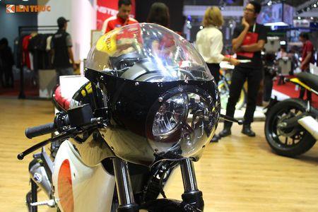 Tho Sai Gon bien Ducati Scrambler Sixty2 thanh 'thuoc doc' - Anh 3