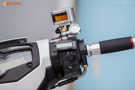 Yamaha Exciter 'do chan dai' Honda NSR150 o Sai Gon - Anh 4