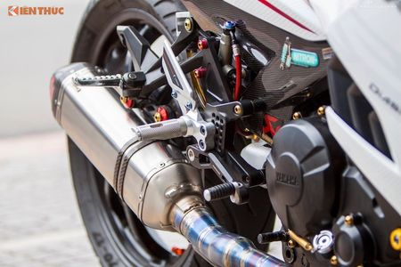 Yamaha Exciter 'do chan dai' Honda NSR150 o Sai Gon - Anh 6