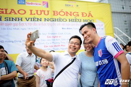 Phan Hai ghi ban, tap doan Phan Thi ung ho hoc sinh ngheo hon 50 trieu dong - Anh 12