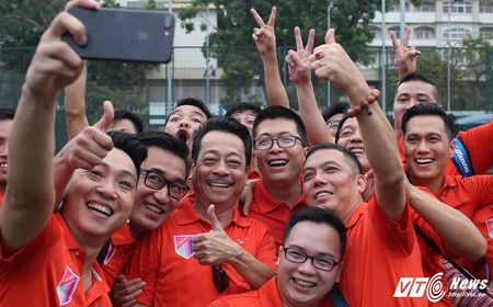 Phan Hai ghi ban, tap doan Phan Thi ung ho hoc sinh ngheo hon 50 trieu dong - Anh 16