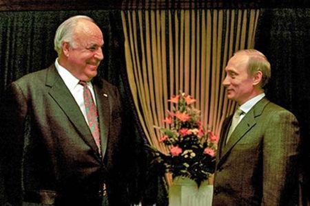 Bat ngo voi nhan vat anh huong lon toi quan diem cua Tong thong Nga Vladimir Putin - Anh 1
