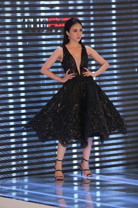 The Face: Team Minh Tu khong duoc danh gia cao khi catwalk - Anh 6
