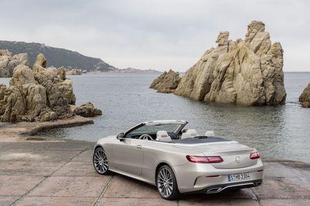 Mercedes-Benz E-Class Cabriolet co gia ban bao nhieu tai Duc? - Anh 11