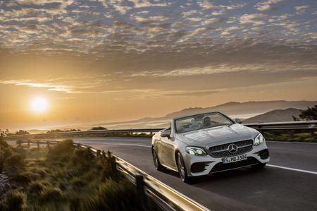 Mercedes-Benz E-Class Cabriolet co gia ban bao nhieu tai Duc? - Anh 2