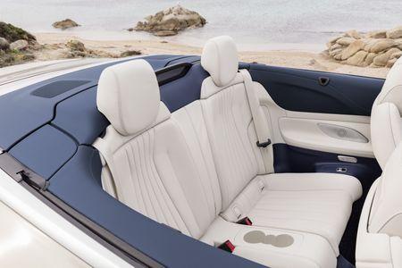 Mercedes-Benz E-Class Cabriolet co gia ban bao nhieu tai Duc? - Anh 4