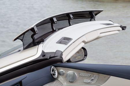 Mercedes-Benz E-Class Cabriolet co gia ban bao nhieu tai Duc? - Anh 5