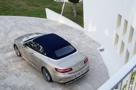 Mercedes-Benz E-Class Cabriolet co gia ban bao nhieu tai Duc? - Anh 6