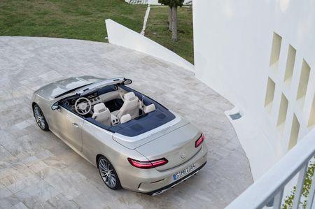 Mercedes-Benz E-Class Cabriolet co gia ban bao nhieu tai Duc? - Anh 7