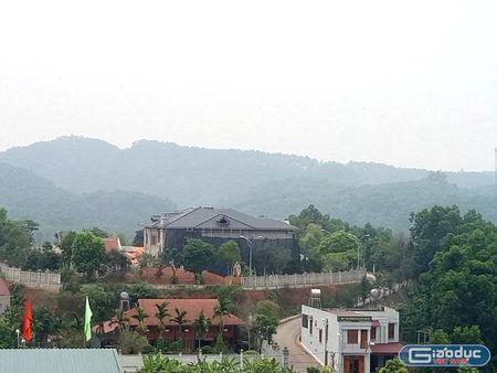 Tuong Cong an Yen Bai phu nhan so huu biet thu 'khung' tren khu dat hon 10.000m2 - Anh 1