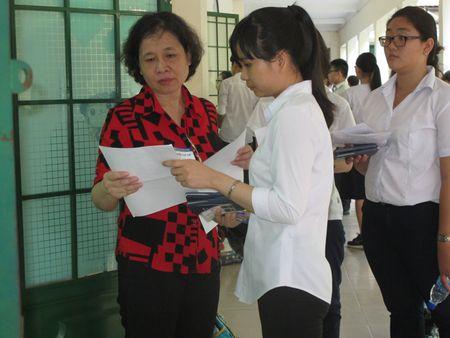 Ky thi THPT quoc gia 2017: Dung pha rieng, may bay de van chuyen de thi - Anh 1