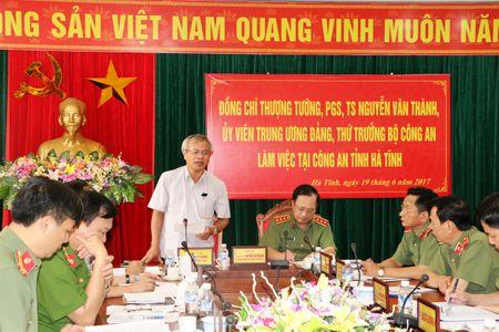 Thu truong Nguyen Van Thanh kiem tra cong tac tai Cong an Ha Tinh - Anh 2