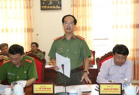 Thu truong Nguyen Van Thanh kiem tra cong tac tai Cong an Ha Tinh - Anh 3
