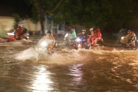 Mua to, Ha Noi lai 'that thu' trong bien nuoc - Anh 10