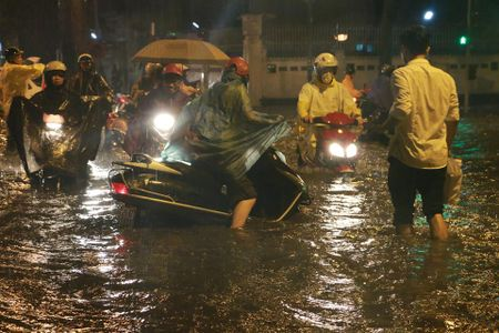 Mua to, Ha Noi lai 'that thu' trong bien nuoc - Anh 14