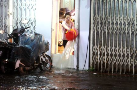 Mua to, Ha Noi lai 'that thu' trong bien nuoc - Anh 15