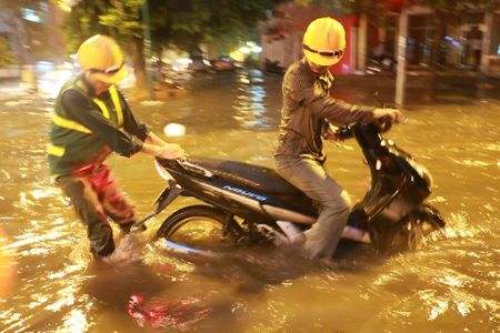 Mua to, Ha Noi lai 'that thu' trong bien nuoc - Anh 5
