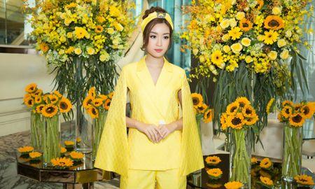Hoa hau My Linh, A hau Thuy Dung noi bat voi dam vang ruc ro - Anh 1