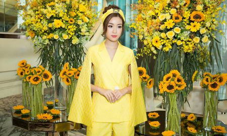 Hoa hau My Linh, A hau Thuy Dung noi bat voi dam vang ruc ro - Anh 3