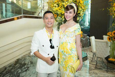 Hoa hau My Linh, A hau Thuy Dung noi bat voi dam vang ruc ro - Anh 8