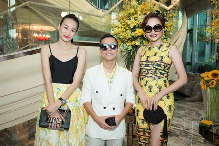 Hoa hau My Linh, A hau Thuy Dung noi bat voi dam vang ruc ro - Anh 9