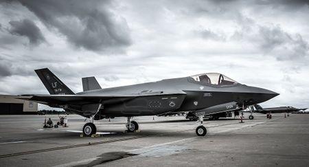 NONG: Lockheed Martin ban 440 tiem kich F-35 cho 11 quoc gia - Anh 4