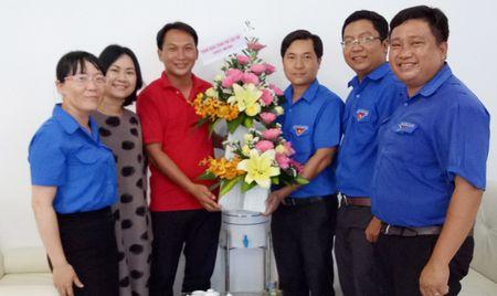 Thanh Doan Can Tho chuc mung bao Tien Phong - Anh 1