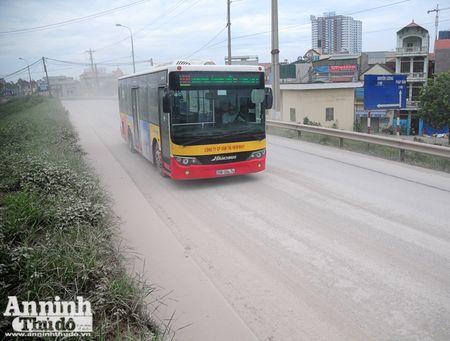 Ha Noi: 'Bao bui' mu mit tren duong vao cang Khuyen Luong - Anh 10