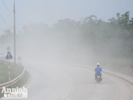 Ha Noi: 'Bao bui' mu mit tren duong vao cang Khuyen Luong - Anh 12