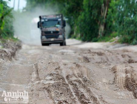 Ha Noi: 'Bao bui' mu mit tren duong vao cang Khuyen Luong - Anh 1