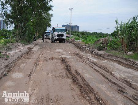 Ha Noi: 'Bao bui' mu mit tren duong vao cang Khuyen Luong - Anh 5