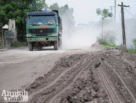 Ha Noi: 'Bao bui' mu mit tren duong vao cang Khuyen Luong - Anh 6